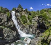 Cachoeira na cascata de Lillaz Fotografia de Stock