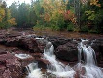 Cachoeira na costa norte do superior de lago foto de stock royalty free