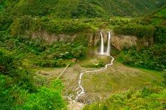 Cachoeira na floresta húmida Imagem de Stock Royalty Free