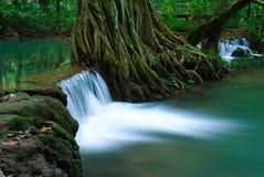 Cachoeira na floresta profunda de Krabi, Tailândia Imagens de Stock