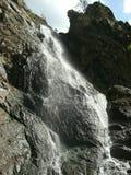 Cachoeira na formação de rocha Imagem de Stock
