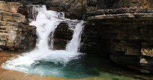 Cachoeira na garganta, Rocky Mountains, Canadá 4K vídeos de arquivo