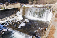 Cachoeira na montanha Fotos de Stock Royalty Free