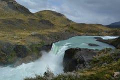 Cachoeira na reserva de Torres del paine imagem de stock