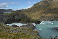 Cachoeira na reserva de Torres del paine foto de stock