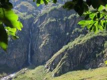 Cachoeira na rocha Imagens de Stock