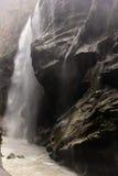 Cachoeira na rocha Imagens de Stock Royalty Free