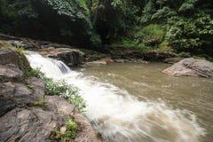 Cachoeira na velocidade de obturador lenta Imagem de Stock Royalty Free