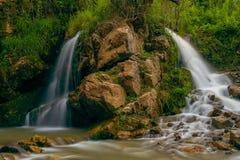 Cachoeira nas montanhas Foto de Stock