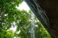 Cachoeira nas rochas Fotografia de Stock Royalty Free