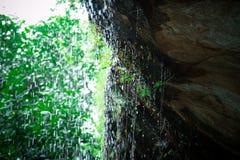 Cachoeira nas rochas Fotos de Stock
