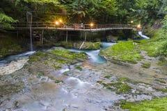 Cachoeira no desfiladeiro Chernigovka Fotografia de Stock Royalty Free