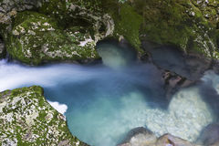 Cachoeira no desfiladeiro Chernigovka Imagens de Stock Royalty Free