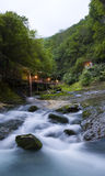 Cachoeira no desfiladeiro Chernigovka Fotos de Stock