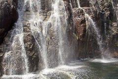 Cachoeira no fiorde, Noruega Fotografia de Stock