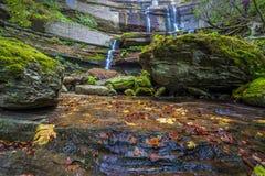 Cachoeira no Foreste Casentinesi NP no outono, Toscânia, Ital Fotografia de Stock