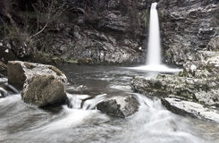 Cachoeira no parque da floresta de Galloway fotos de stock