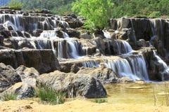 Cachoeira no vale da lua azul, Lijiang, China Fotos de Stock Royalty Free