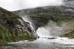 Cachoeira no vale de Husedalen no parque nacional de Hardangervidda, Noruega Fotos de Stock