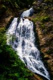 Cachoeira o Condado de Cluj do véu do ` s da noiva, montanhas de Apuseni, Romênia fotografia de stock