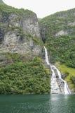 Cachoeira o pretendente no fiorde de Geiranger imagens de stock