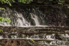 Cachoeira pequena em Skandinavia imagens de stock royalty free