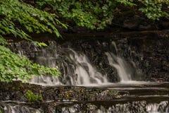 Cachoeira pequena em Skandinavia foto de stock royalty free