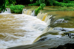 Cachoeira pequena na floresta Fotografia de Stock Royalty Free