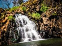 Cachoeira pequena perto do Maharashtra de Panchgani da cachoeira do lingamala imagem de stock