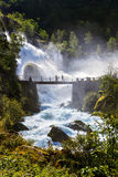 Cachoeira perto da geleira de Briksdal - Noruega Fotografia de Stock Royalty Free