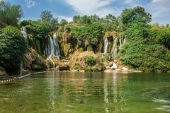 Cachoeira popular de Kravica ou de Kravice uma grande cascata cênico do tufo Imagem de Stock