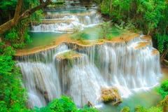 Cachoeira profunda da floresta em Tailândia imagens de stock royalty free