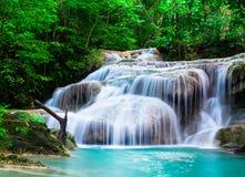 Cachoeira profunda da floresta no parque nacional de Erawan Fotografia de Stock