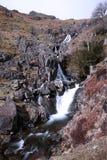 Cachoeira que cai no movimento lento fotografia de stock royalty free