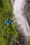 Cachoeira que rapelling Imagens de Stock