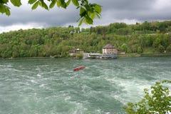 A cachoeira Rhine cai (Rheinfall) em Schaffhausen Imagem de Stock Royalty Free