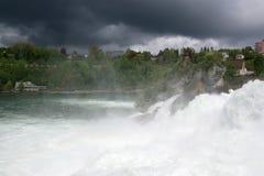 A cachoeira Rhine cai (Rheinfall) em Schaffhausen Imagens de Stock Royalty Free