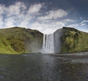 Cachoeira Skogafoss de Islândia na paisagem islandêsa da natureza fotos de stock royalty free