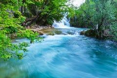 Cachoeira Slapovi Milke Trnine de Milka Trnina no por do sol, no parque nacional dos lagos Plitvice, Croácia Foto longa da exposi imagem de stock royalty free