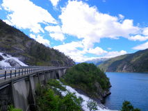 Cachoeira sob a estrada Imagem de Stock