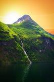 Cachoeira sobre o fiorde de Geiranger Imagens de Stock Royalty Free