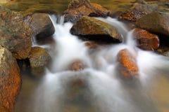 Cachoeira sobre rochas naturais Imagem de Stock