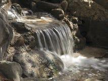 Cachoeira Swiftflowing pequena Fotografia de Stock