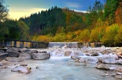 Cachoeira Torre Tarcento (Itália) T Fotos de Stock