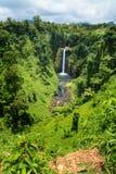Cachoeira tropical de Sopoaga no interior exótico da selva de Samoa Ocidental, ilha de Upolu, oceano de South Pacific imagem de stock