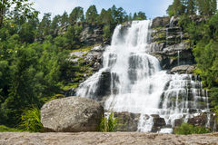 Cachoeira Tvindefossen, Noruega Imagens de Stock