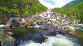 Cachoeira Uchar Montanhas de Altai, Sibéria, Rússia vídeos de arquivo