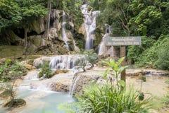 Cachoeiras bonitas em Kuang Si, perto de Luang Prabang, Laos imagens de stock