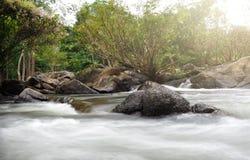 Cachoeiras bonitas em Tailândia foto de stock