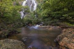 Cachoeiras bonitas no parque nacional em Tailândia Khlong Lan Waterfall, província de Kamphaengphet Imagens de Stock Royalty Free